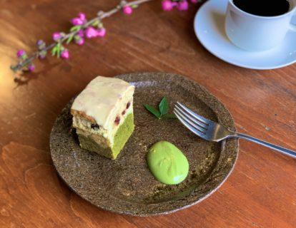 「桜・さくらんぼと緑茶の2層仕立てのケーキ」:3月のケーキ