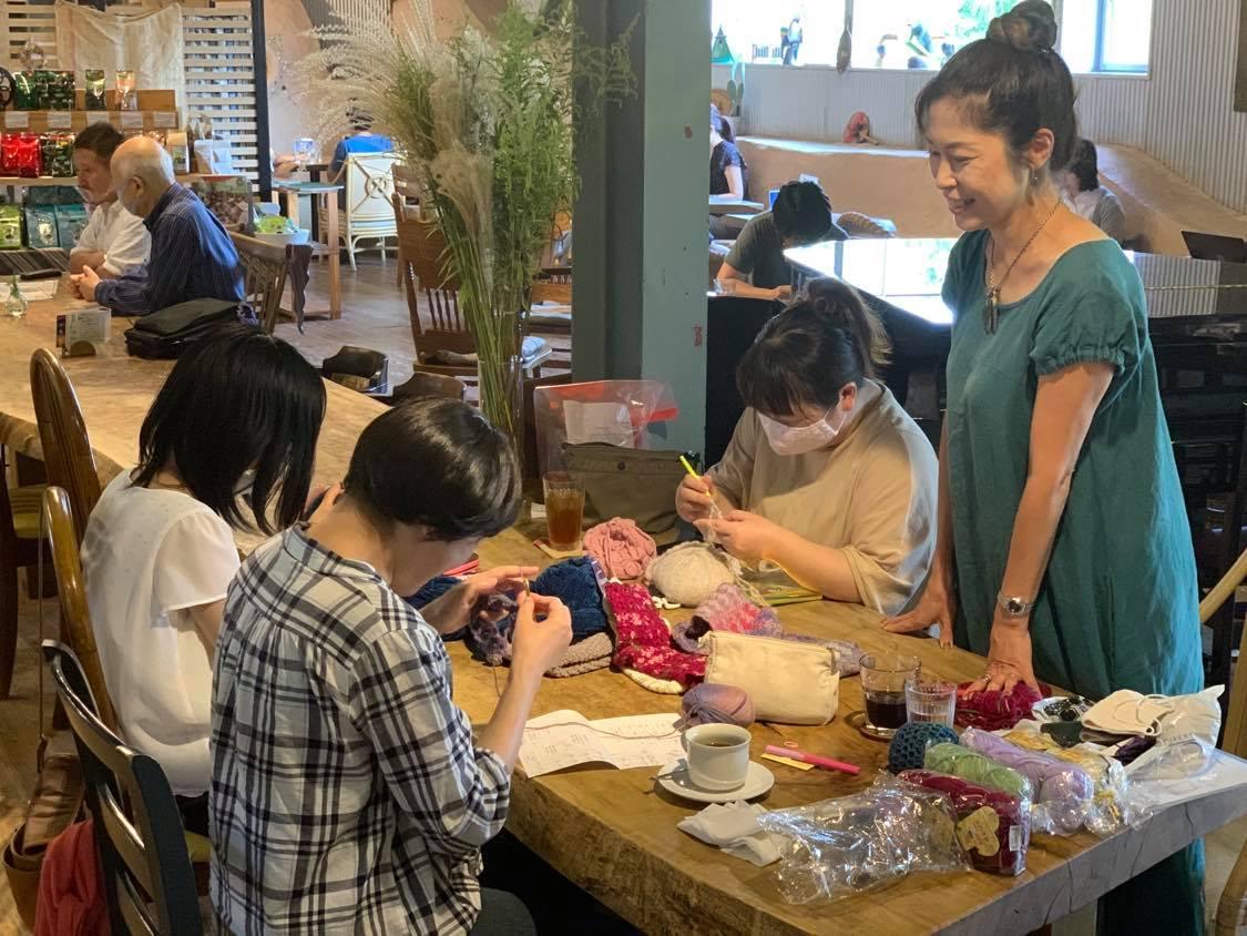 次回10/1(金)「ニットカフェ」毎月第一金曜開催