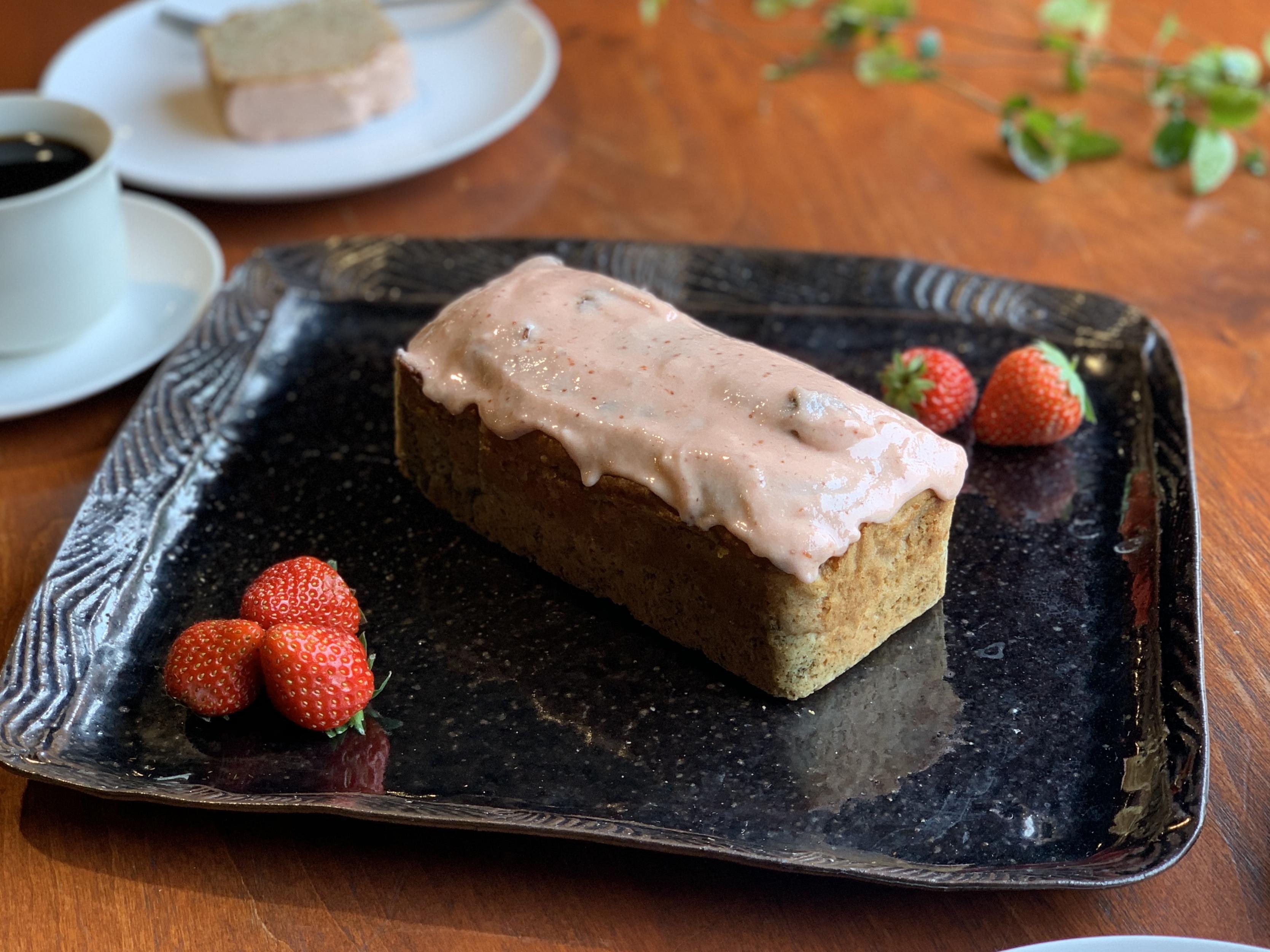●国分寺中村農園さんのいちごと 紅茶ココナッツのパウンドケーキ:5月の終わりの新メニュー